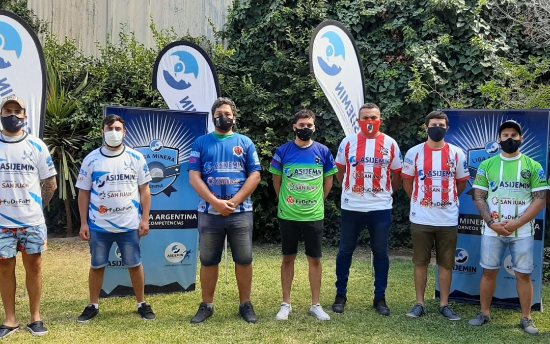 ASIJEMIN entregó indumentaria deportiva y en marzo comienza la Liga Minera de Fútbol.